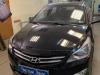 Hyundai Solaris ustanovka videoregistratora SilverStone F1 A80 SKY i zamka na KPP Fortus