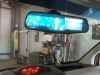 ustanovka skritoi provodki videoregistratora v nakladke na zerkalo