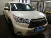 Toyota Highlander ustanovka golovnogo ustroistva, monitora na podgolovnik i videoregistratora