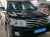 Toyota Land Cruiser 200 ustanovka usilitelya+sabvufera i razblokirovki kartinki v dvizenii
