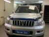 Toyota Land Cruiser Prado 120 ustanovka kameri zadnego vida i zamka na KPP Fortus