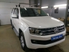 ustanovka golovnogo ustroistva i kameri zadnego vida na Volkswagen Amarok