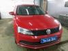 Ustanovka koaksialnih dinamikov i podsvetki s simvolom na Volkswagen Jetta