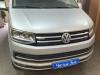 Ustanovka signalizacii, kombo-ustroistva i bronirovanie far na VW Multivan