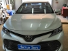 Ustanovka zamka na KPP i kapot na Toyota Camry