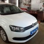 Установка камеры заднего вида и накладки на зеркало на ам Volkswagen Polo. (1)