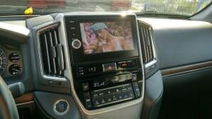 разблокировка картинки в движении на Toyota LC 200 2