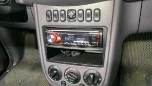 установка головного устройства на Mercedes 3