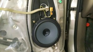 Установка акустики на Toyota HI lux 3