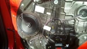 установка акустики Kia Ceed 3