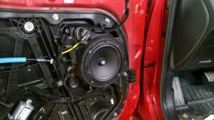установка акустики Kia Ceed 4
