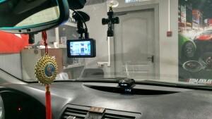 установка видеорегистратора на Toyota camry 2