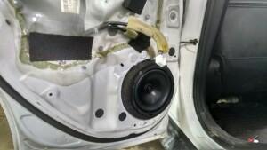 Установка акустики на Nissan Juke 4