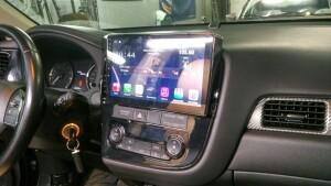 установка головного устройства на Mitsubishi Outlander 2