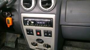 установка головного устройства на Renault Logan 2
