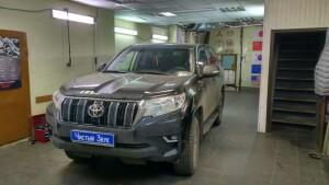 установка головного устройства на Toyota LC 150 Prado 1