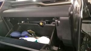 Lexus RX350 установка замка на капота1
