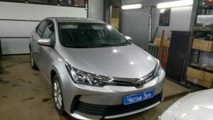 установка головного устройства Toyota Corolla 1