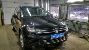 установка камеры заднего вида VW Taureg 1