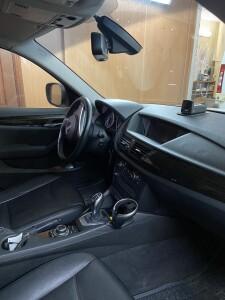 установка видеорегистратора на BMW X1 2