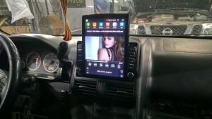 Honda CR-V установка головного устройства и видеорегистратора 3
