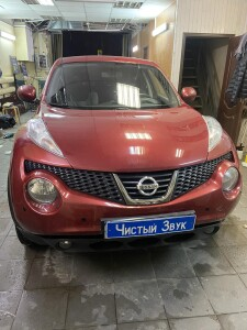 Nissan Juke установка парктроников 1