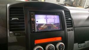 Nissan Navara установка головного устройства 1