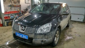 Nissan Qashqai установка головного устройства 1