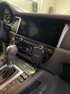 Porsche Macan установка беспроводной зарядки для телефона 1