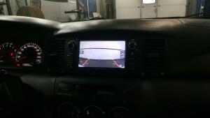 Toyota Corolla установка камеры заднего вида и головного устойства 2
