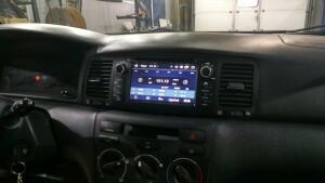 Toyota Corolla установка камеры заднего вида и головного устойства 3