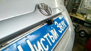 Toyota Corolla установка камеры заднего вида и головного устойства 4
