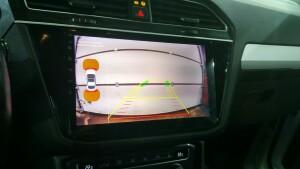 Volkswagen Tiguan установка головного устройства и камеры заднего вида 3