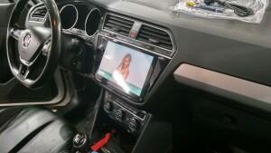 Volkswagen Tiguan установка головного устройства и камеры заднего вида 5