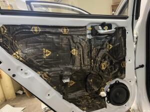 Hyundai Solaris шумоизоляция дверей 10