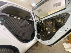 Hyundai Solaris шумоизоляция дверей 4