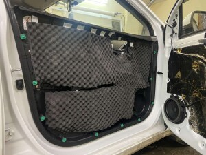 Hyundai Solaris шумоизоляция дверей 6