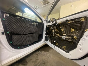 Hyundai Solaris шумоизоляция дверей 7